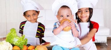 baby-boy-and-girl-chefs-in-Kitchen